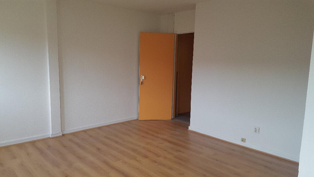 Appartement à louer 1 17m2 à Strasbourg vignette-1