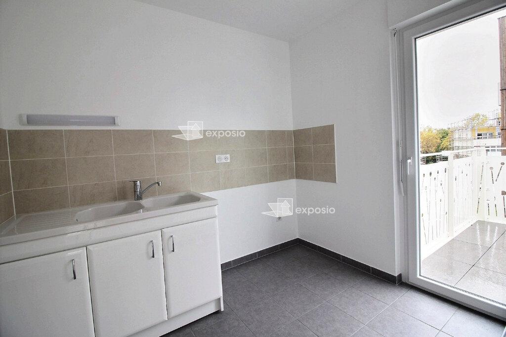 Appartement à louer 3 65.75m2 à Strasbourg vignette-2