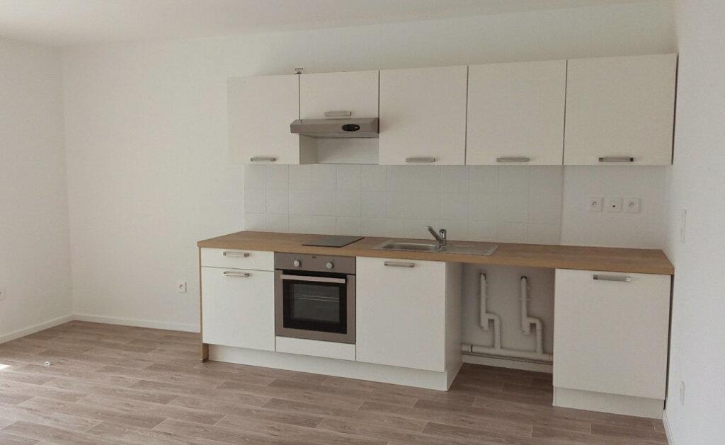 Appartement à louer 3 61.25m2 à Lingolsheim vignette-2