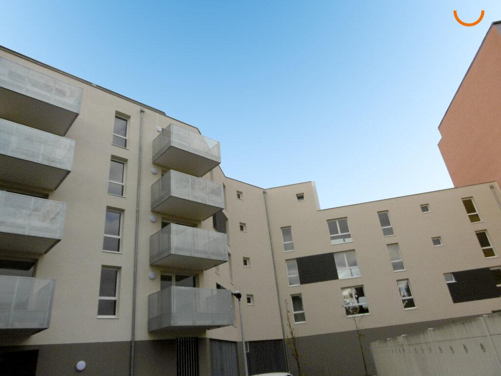 Appartement à louer 3 62.26m2 à Strasbourg vignette-1