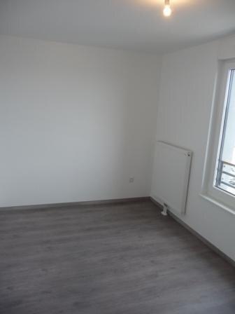 Appartement à louer 3 65.2m2 à Strasbourg vignette-3