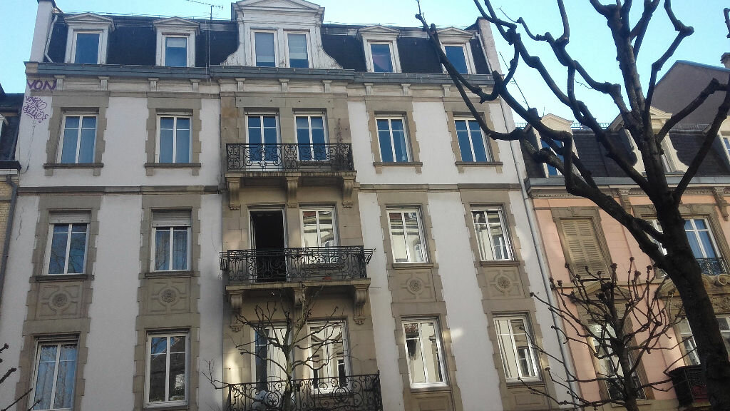 Appartement à louer 6 157.3m2 à Strasbourg vignette-1