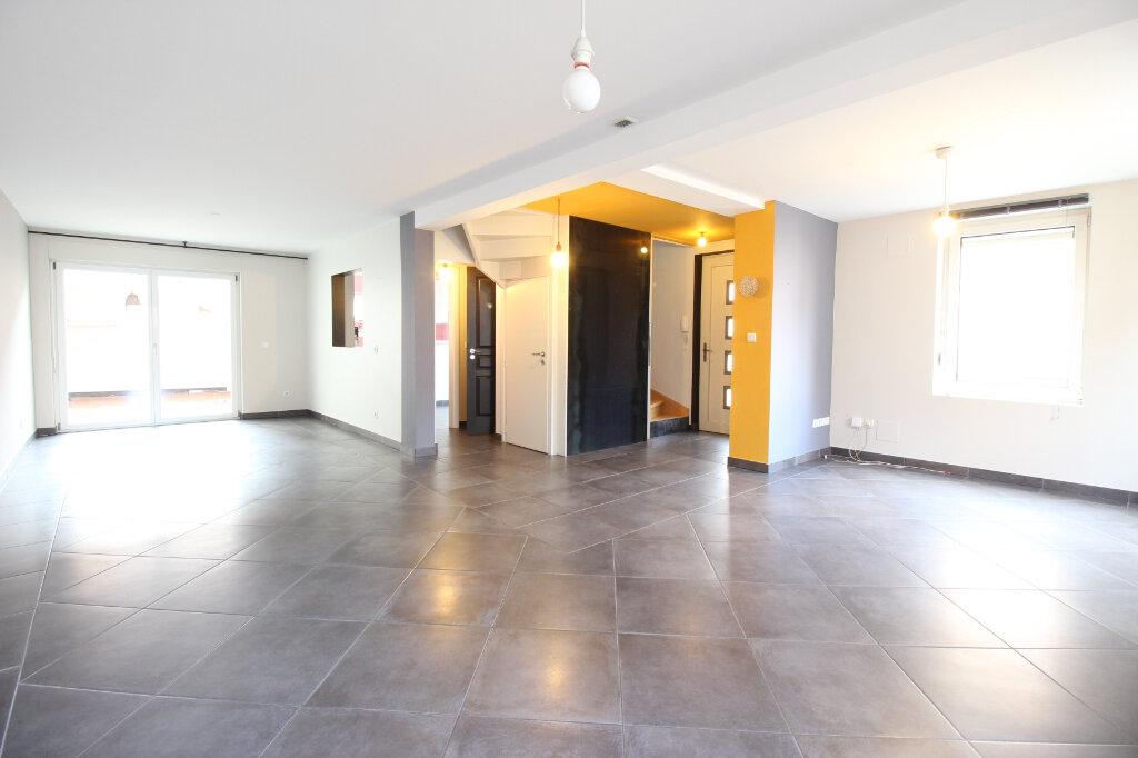 Maison à louer 6 154.11m2 à Schiltigheim vignette-1