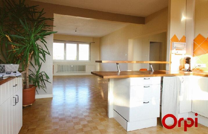 Appartement à louer 3 93m2 à Ostwald vignette-2