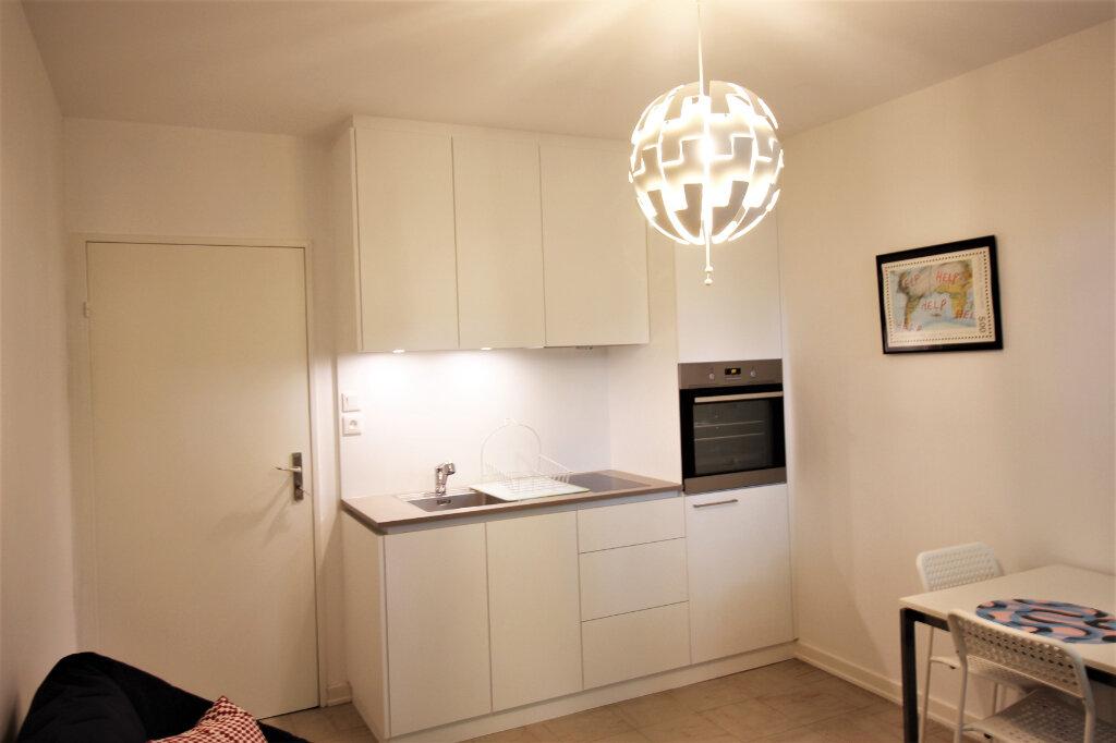 Appartement à louer 2 29m2 à Strasbourg vignette-2