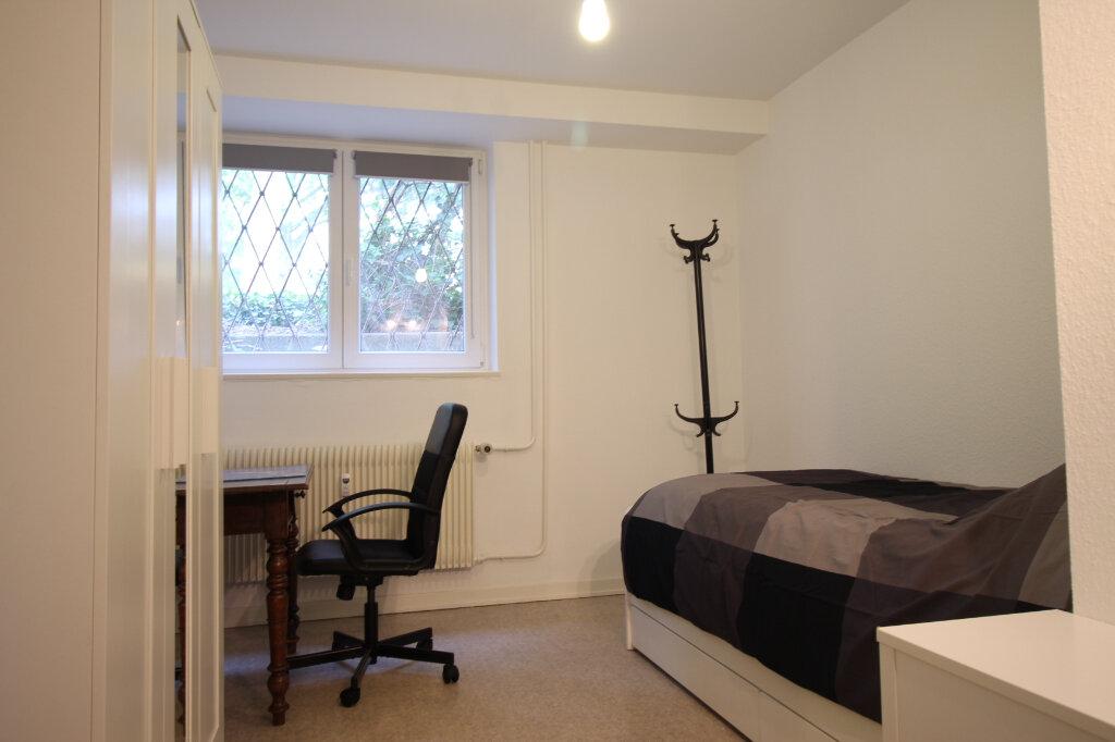 Appartement à louer 2 29m2 à Strasbourg vignette-3