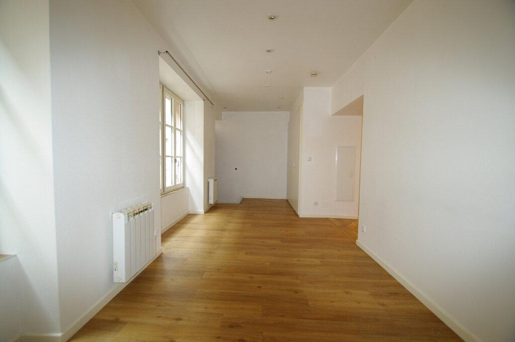 Appartement à louer 2 40m2 à Senones vignette-1