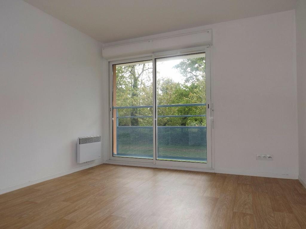 Appartement à louer 1 23m2 à Ploumagoar vignette-2