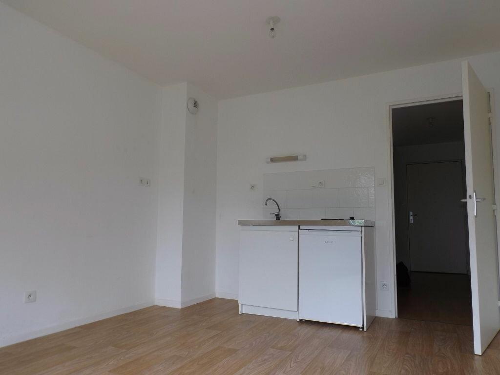 Appartement à louer 1 23m2 à Ploumagoar vignette-3