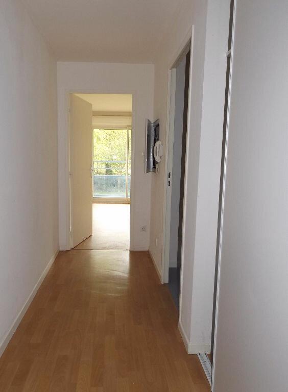 Appartement à louer 1 23m2 à Ploumagoar vignette-4