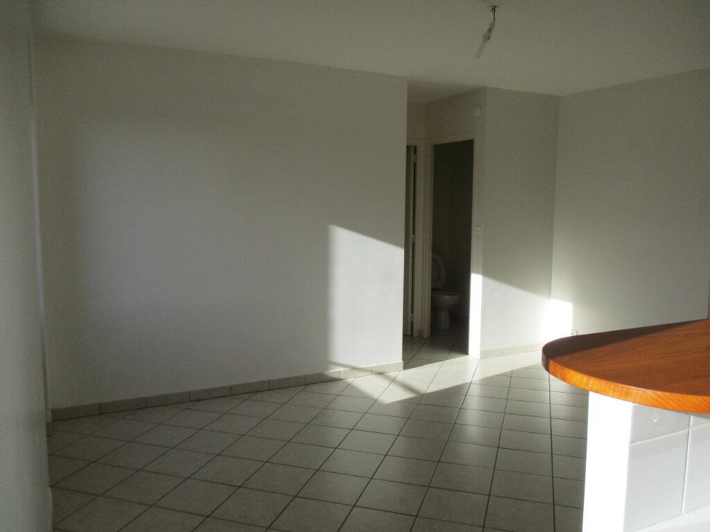 Appartement à louer 2 38.03m2 à Ploubezre vignette-1