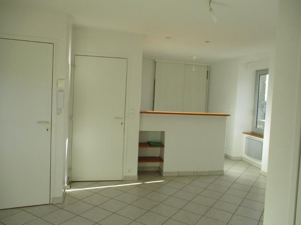 Appartement à louer 2 38.03m2 à Ploubezre vignette-2