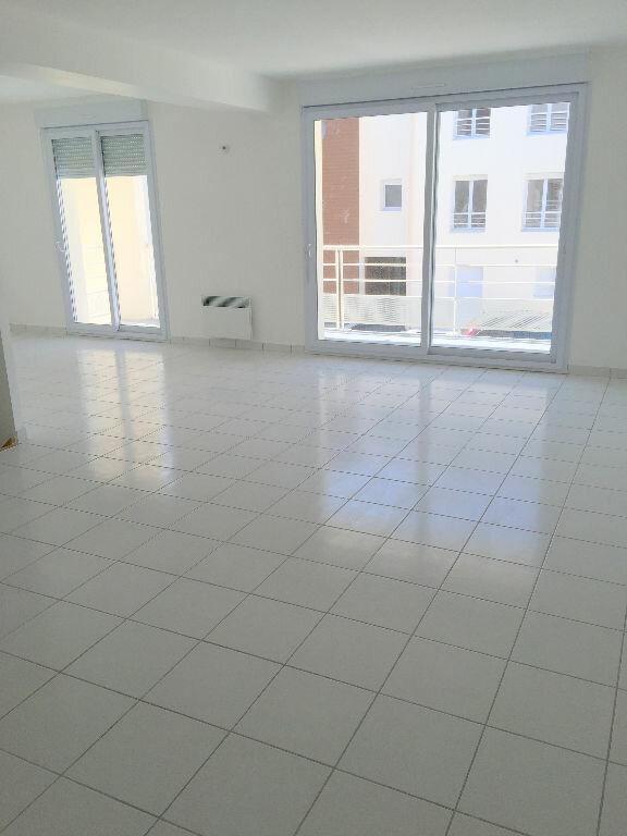 Appartement à louer 3 85.43m2 à Perros-Guirec vignette-3
