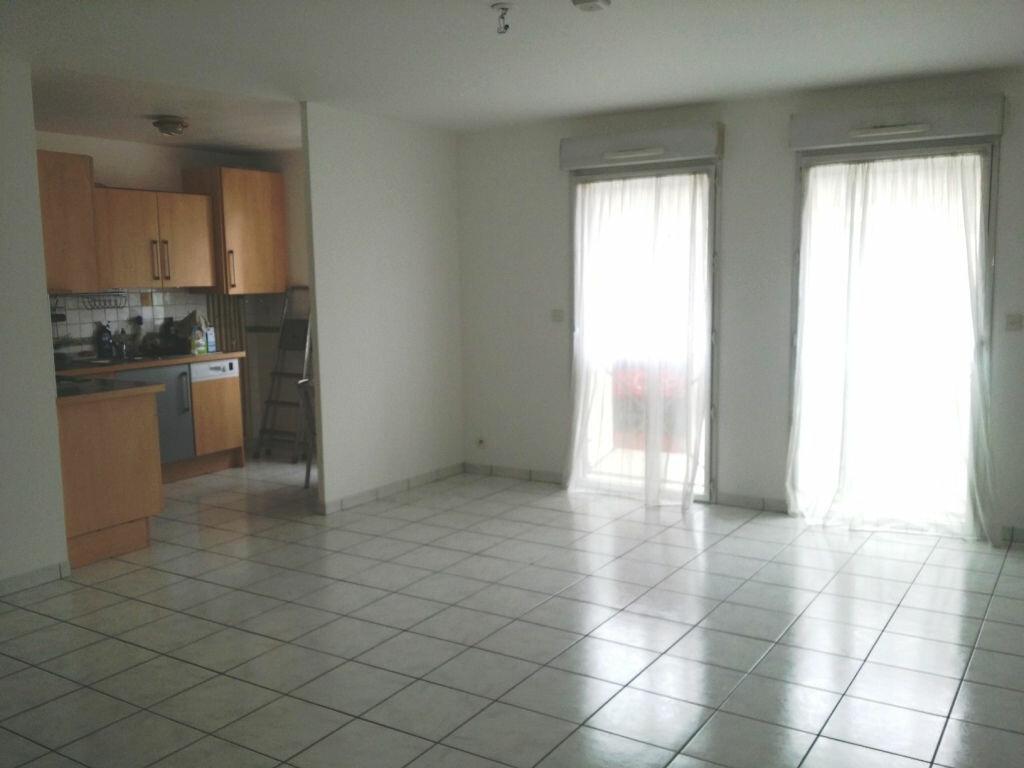 Appartement à louer 3 69.15m2 à Lannion vignette-2