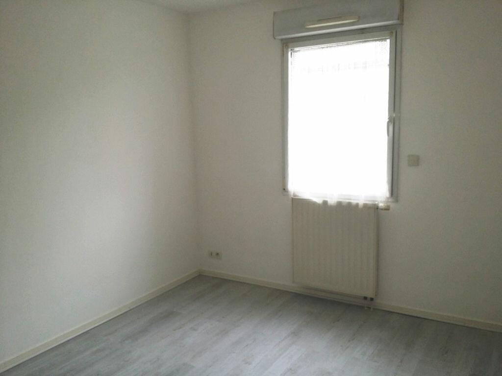Appartement à louer 3 69.15m2 à Lannion vignette-5