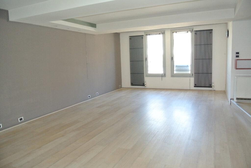Appartement à vendre 3 145m2 à Lannion vignette-2