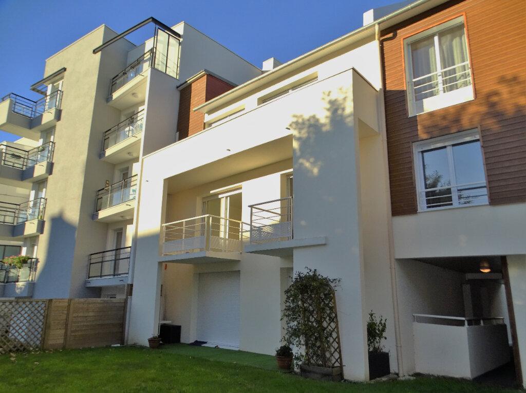 Appartement à vendre 2 41m2 à Perros-Guirec vignette-1