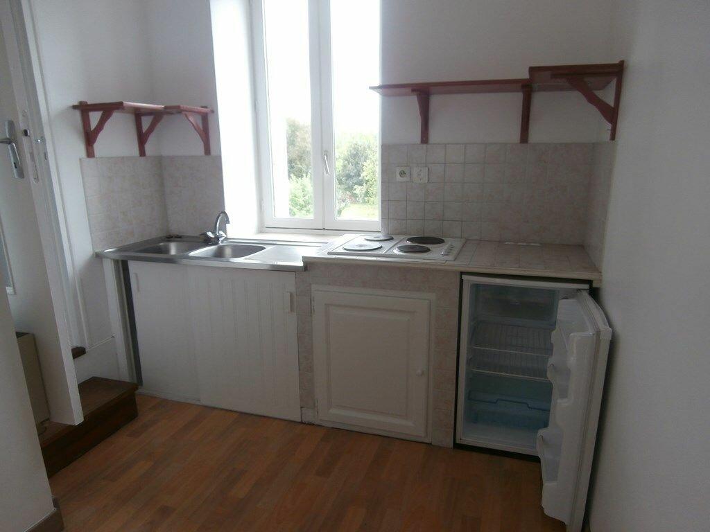 Appartement à louer 2 33m2 à Carhaix-Plouguer vignette-2