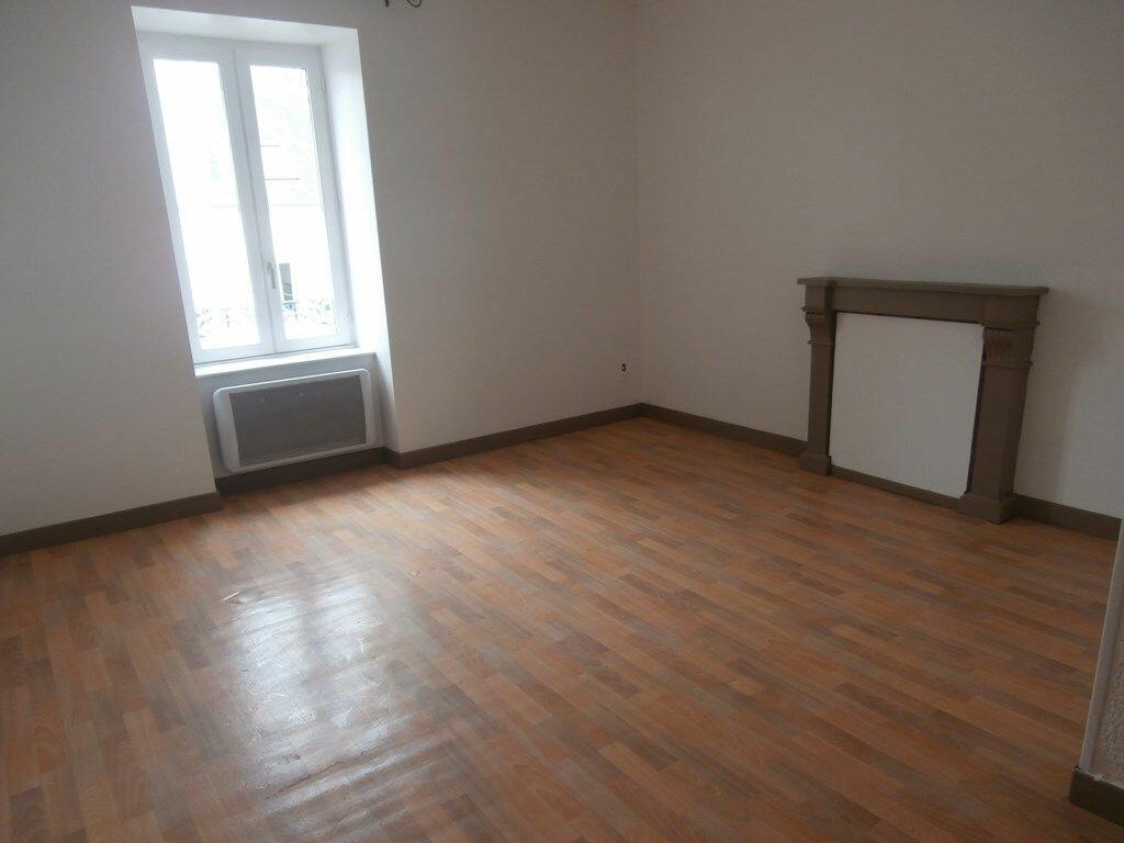Appartement à louer 2 33m2 à Carhaix-Plouguer vignette-3