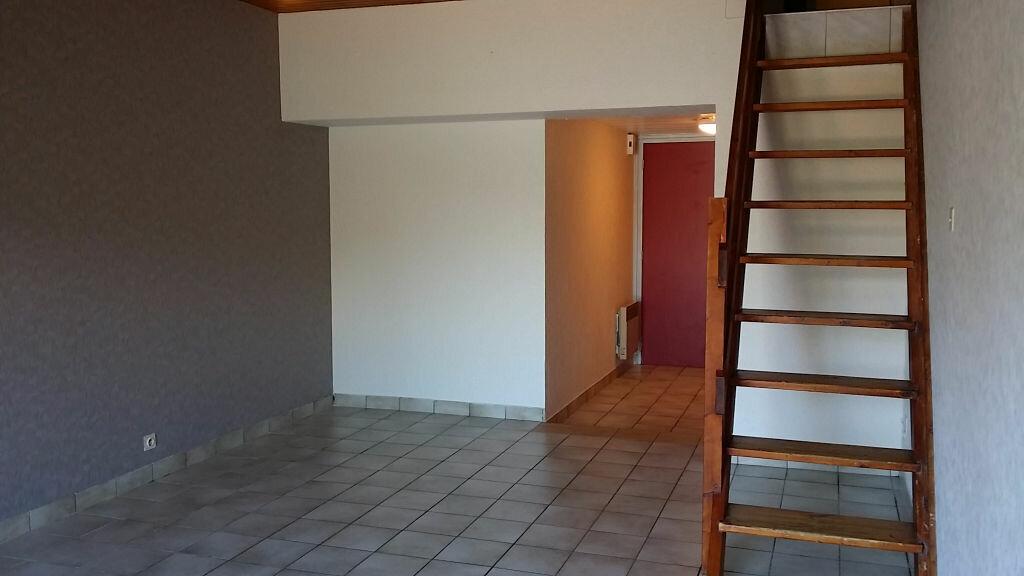 Appartement à louer 3 68.91m2 à Carhaix-Plouguer vignette-1