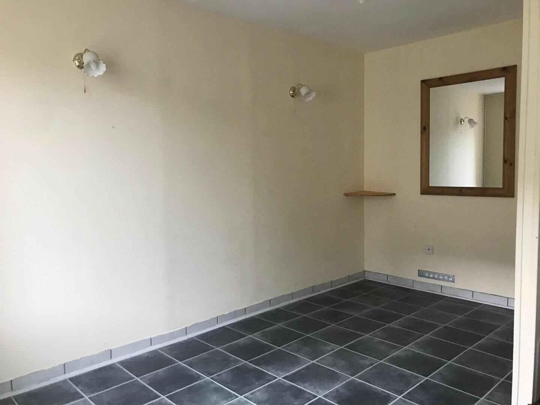 Maison à louer 3 55m2 à Rostrenen vignette-3