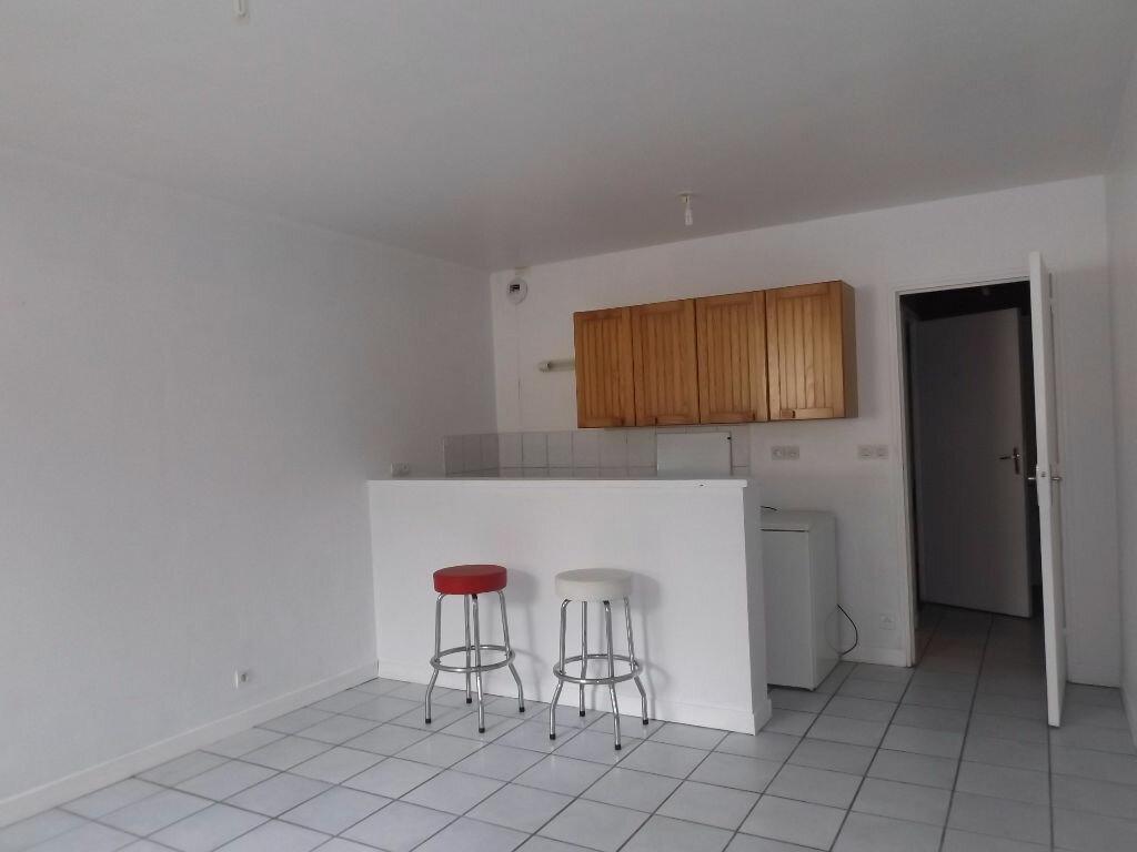 Appartement à louer 1 28m2 à Guingamp vignette-1