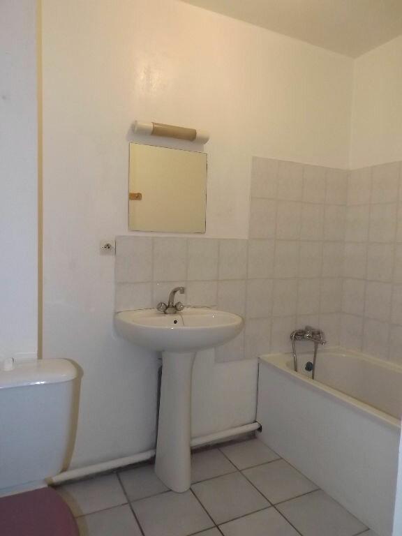 Appartement à louer 1 28m2 à Guingamp vignette-3