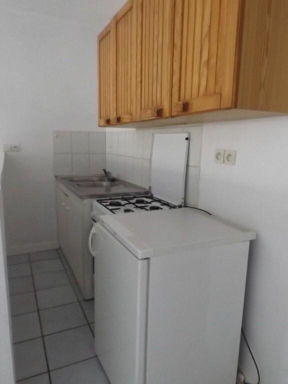 Appartement à louer 1 28m2 à Guingamp vignette-4