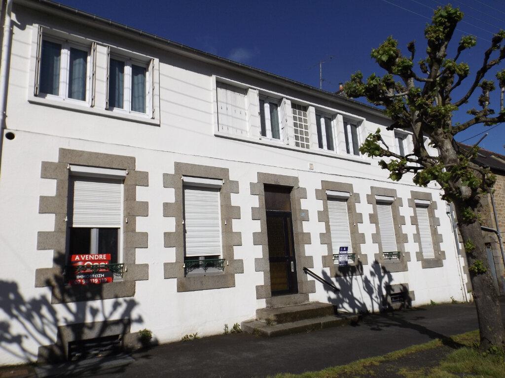 Immeuble à vendre 0 310m2 à Guingamp vignette-1