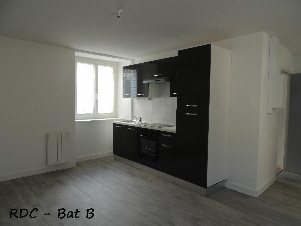 Appartement à louer 3 59m2 à Carhaix-Plouguer vignette-1