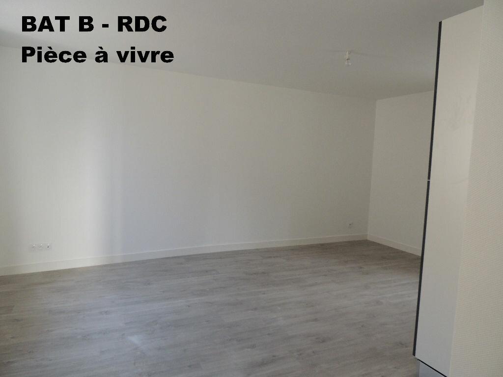 Appartement à louer 3 59m2 à Carhaix-Plouguer vignette-2
