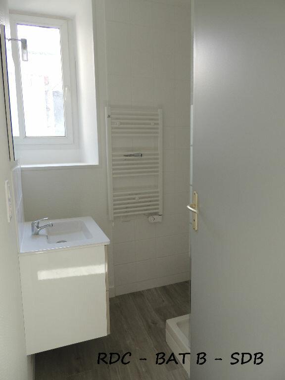 Appartement à louer 3 59m2 à Carhaix-Plouguer vignette-5