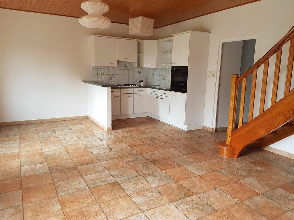 Maison à louer 4 114.56m2 à Rostrenen vignette-2