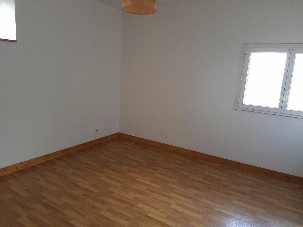 Maison à louer 4 114.56m2 à Rostrenen vignette-4