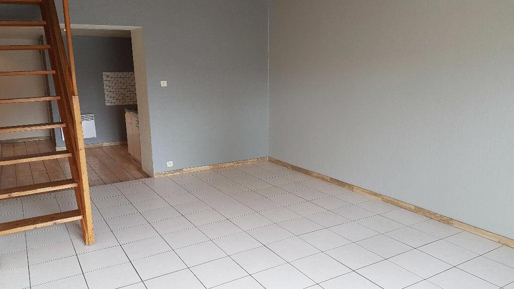 Appartement à louer 3 68m2 à Carhaix-Plouguer vignette-2