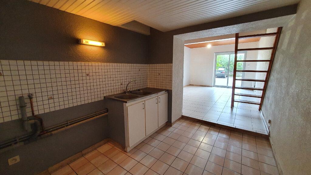 Appartement à louer 3 68m2 à Carhaix-Plouguer vignette-3