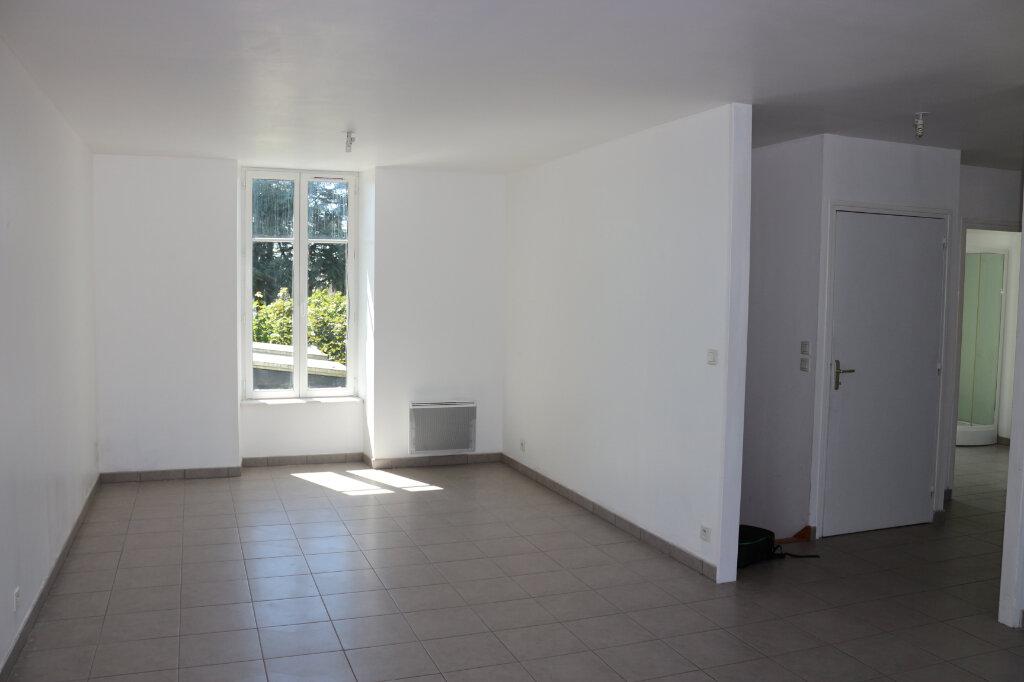 Appartement à louer 2 65.6m2 à Rostrenen vignette-2