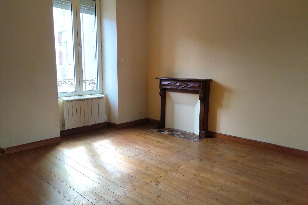 Appartement à louer 3 65m2 à Carhaix-Plouguer vignette-1
