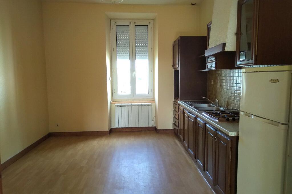 Appartement à louer 3 65m2 à Carhaix-Plouguer vignette-2