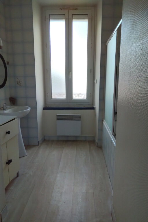 Appartement à louer 3 65m2 à Carhaix-Plouguer vignette-3