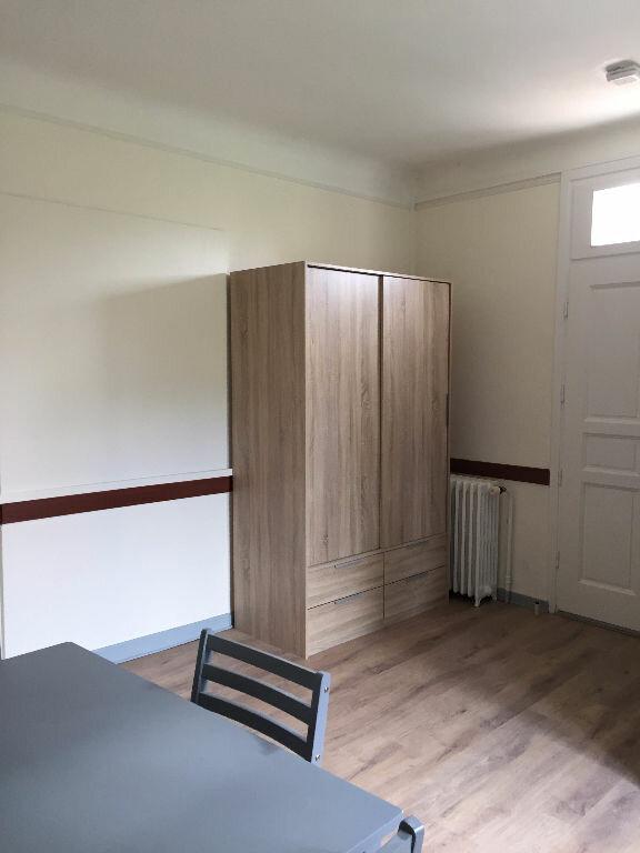 Appartement à louer 1 19m2 à Guingamp vignette-2