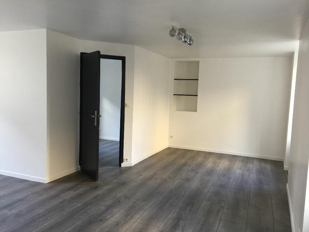 Appartement à louer 2 42.39m2 à Guingamp vignette-2