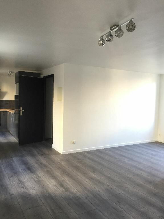 Appartement à louer 2 42.39m2 à Guingamp vignette-3