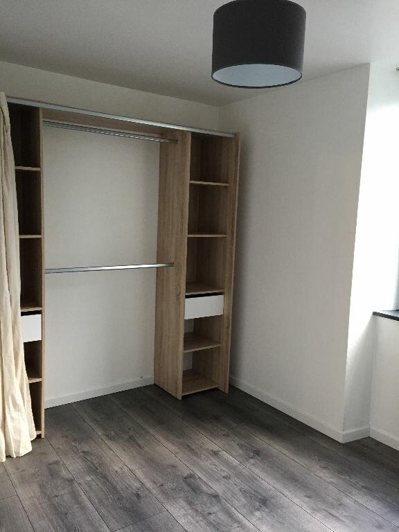 Appartement à louer 2 42.39m2 à Guingamp vignette-5
