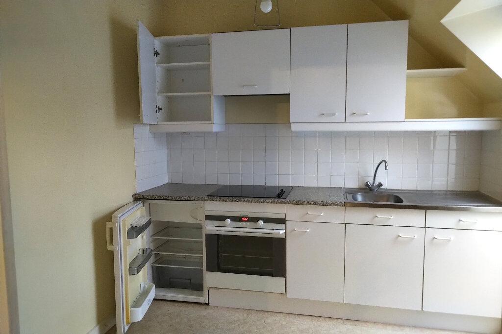 Appartement à louer 3 54m2 à Carhaix-Plouguer vignette-2