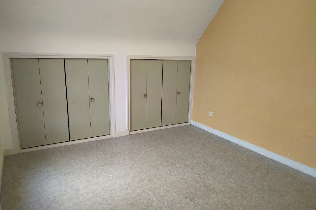 Appartement à louer 3 54m2 à Carhaix-Plouguer vignette-3