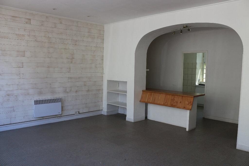 Immeuble à louer 0 40.5m2 à Rostrenen vignette-2