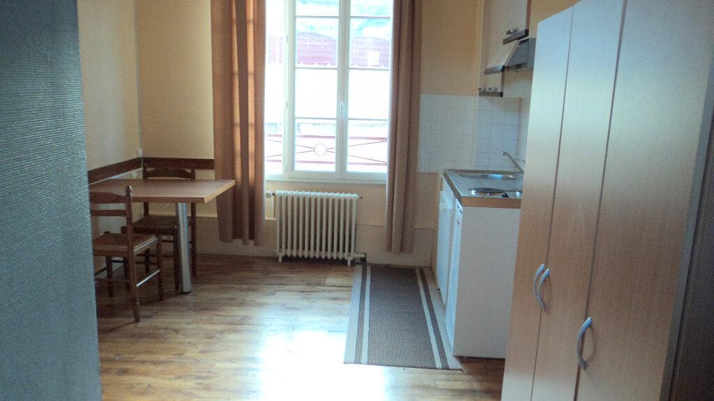 Appartement à louer 1 16.67m2 à Guingamp vignette-1