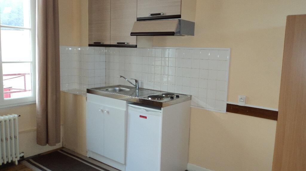 Appartement à louer 1 16.67m2 à Guingamp vignette-4