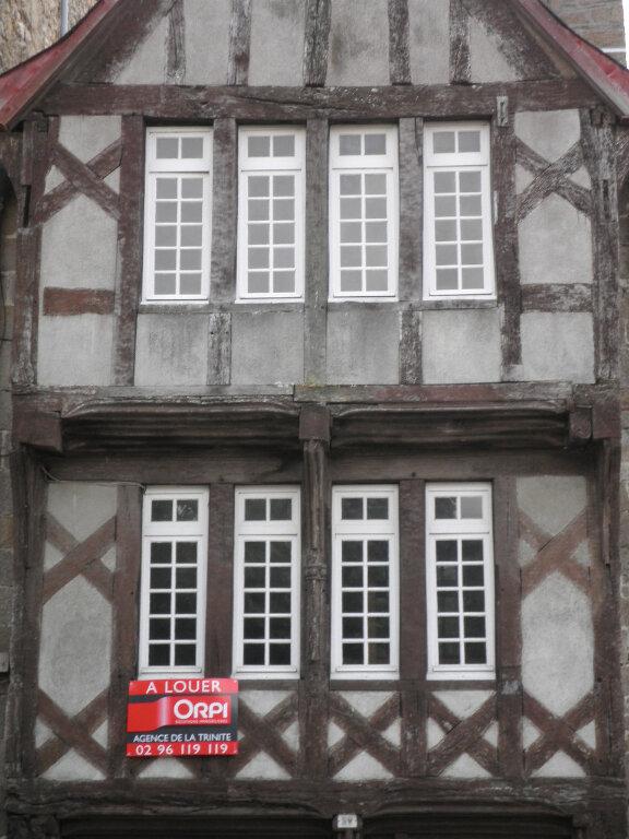 Appartement à louer 4 116m2 à Guingamp vignette-1